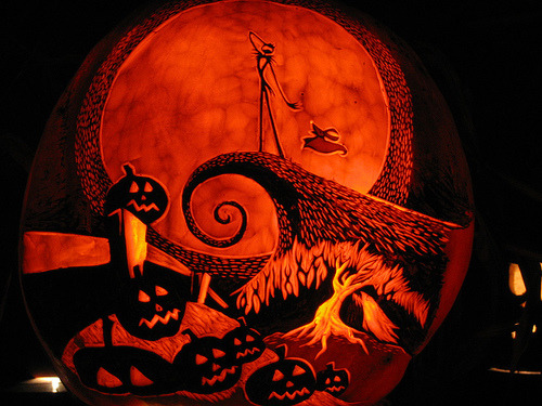 halloweencreations:  Pretty Damn Awesome Pumkin Carving (By snerk)  Omg this is a pumpkin?! Awesome.