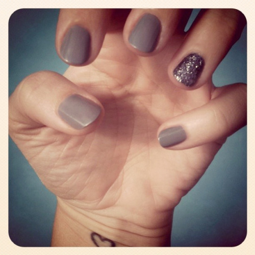 DIY Martha Stewart Glitter Glue Nails. Tutorial at …Love Megan here. Who would have thought you could use Martha Stewart Glitter glue for nails?