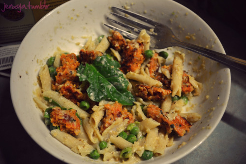 """Cheesy"" Pasta Bowl! use this recipe for the pastathen mix in cooked peas, raw spinach, and a cooked boca burger (any kind) and you are good to go!fairly low cal - SUPER TASTY OM NOM NOM :)"