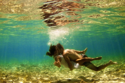 letthemusicplay101:  100 Things To Do This Summer: #27 Kiss him underwater. I have always always always wanted to do this.