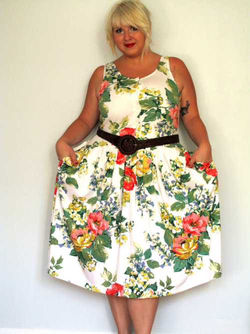 SUMMER COME BACK!! Curvy gals love the vintage! (follow a sista? iz bring you pretty things)