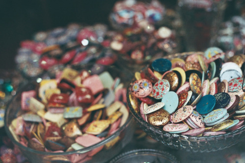 Buttons in an antique shop (by Eilir)