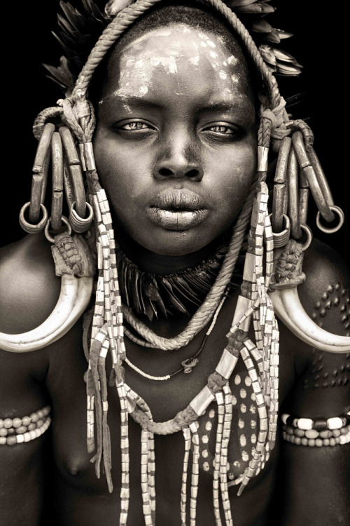 deadisbeautylost:  theknaveofspades:  African Portraits by Mario Gerth.  This is so amazing i cant even.