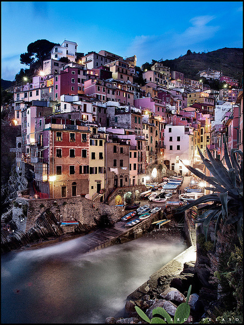 dazzlingagony:  Riomaggiore by Psyvalh on Flickr.