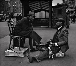 Shoe Shine/Harlem/1930s.