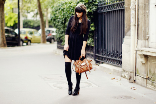 { french dressing … } Lovely as always, Alix executes the allure & simplicity French dressing with relative ease. A classic and youthful look, long socks are not only lovely on young women they're also perfect for older women who would still like to enjoy the fashion shorter dresses without fully bearing their legs. And of course… as a true fashionista Alix keeps her little black dress au courant with a touch of leopard on her head and pretty sachel in hand.