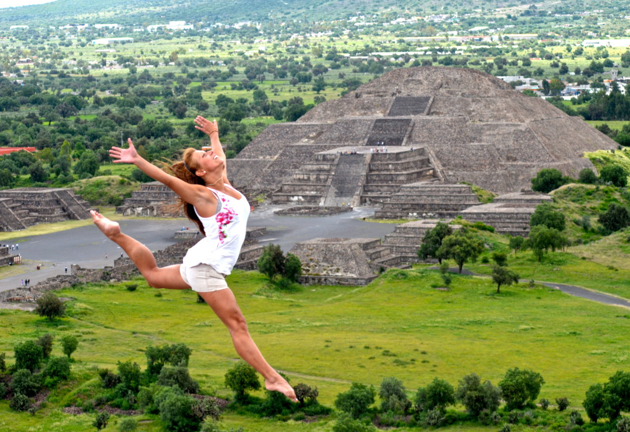 A crazy jump at Teotihuacan's Pyramid, Mexico