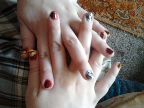 princesssteve:  Oh look, I has iron man nails. You're fabu Kristen and these are amazing~