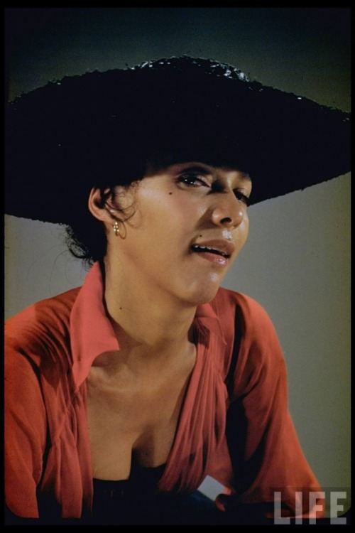 dorothydandridge:  For her role as Bess in Porgy and Bess, Dorothy insisted that she not wear any makeup, and of course she got her wish. And of course her wish was granted because Dorothy was a natural beauty and didn't need the aid of makeup.   i.absolutely.love.this.