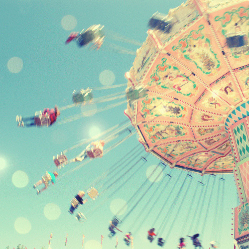 twistytwirls:  carnival ride (by L. Grainne)