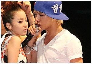 whaaaaaaaaaaaaaa  DARA sabe ni GD kiss daw..  ehehhee bEST COUPLE EVER>..  nYONGDAL