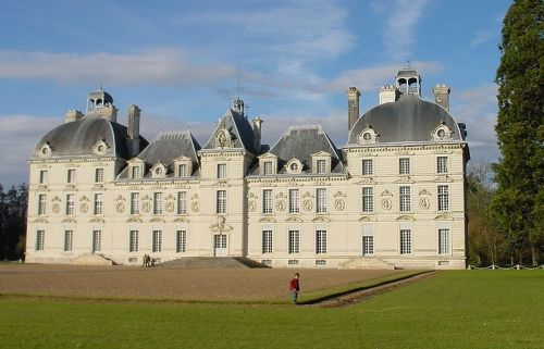"happywithtintin:  Description: Château de Cheverny, Loire Capture date: 2003 Photographer: Thomas Steiner Source: German Wikipedia, uploaded there by user Thire on 1. Oct. 2004 The model of  ""Château de Moulinsart"" (Marlinspike Hall)"