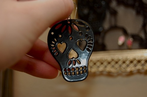 starcrossedshoppe:  Sugar skull earrings, $10