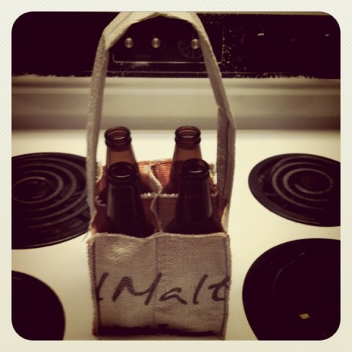 Beer tote out of grain bag! I like the way it turned out, I have two more types of grain bags to cut…more totes soon!