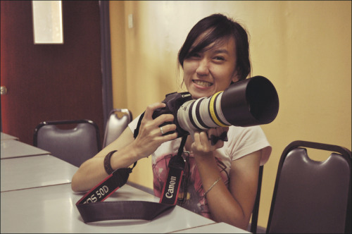 My friend's Canon, errr heavier than me :p //lolz nothing really, I'm just bored o.O //08.24.11 - friend and I were asked to shoot for our department ;)
