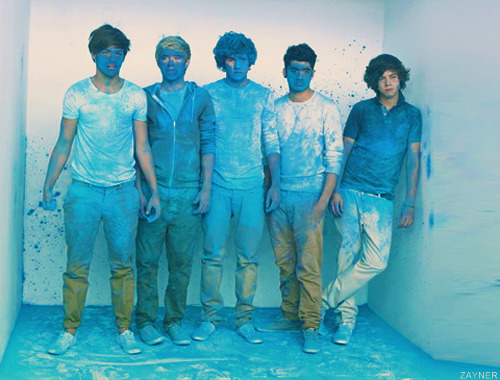 thirdpersontaylor:   Louis: I'm covered in blue.Niall: I'm covered in blue.Liam: I'm covered in blue.Zayn: I'm covered in blue.Harry: I'm covered in sexy.   ^^^