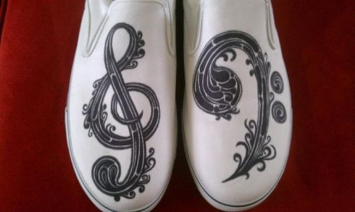 dandelionchild:  eatsleepdraw:  I draw on shoes.  gorgeous.