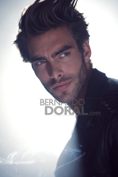Santa madre de diossss .. que belleza #JonKortajarena jonkortajarenafansite:  Jon Kortajarena for ELLE Spain October 2011 source: http://bernardodoral.com/?p=2812 via www.facebook.com/jonkortajarena.fansite