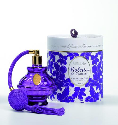 fuckyeahmodernflapper:  Maison berdoues Violettes de Tolousse, eau de parfum. Created in 1935 by Henri Berdoues. This soliflore violet fragrance is beautifully light.