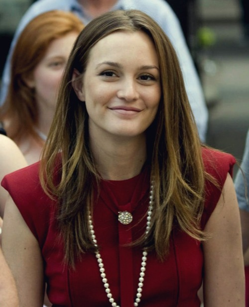 ms-waldorf:  looking lovely even without make-up, young lady.