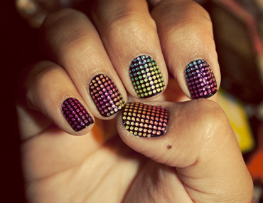happyhues:  Rainbow nail bling! (via sandyylovesmakeup)