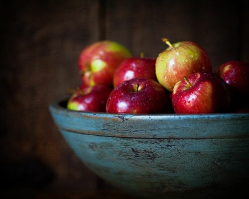 Apples are an ancient beauty cure for everything from acne to hair loss. Find out how to use your apple a day with these must try beauty recipes! (image via pinterest)