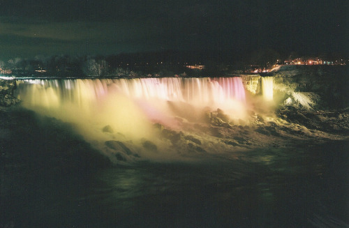 wish-i-was-here:  Niagara Falls seen from Canada