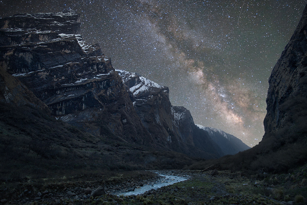 unknownskywalker:  Milky Way above the Himalaya by Anton Jankovoy Nepal, Annapurna Sanctuary, Modi Khola Valley, 2011.