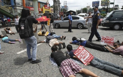 "pinoytumblr:  Washington Post: Anti-planking act proposed in Philippines after people plank in Manila streets At BlogPost, we've questioned the point of a game in which a person lies down as stiff as a board in weird and sometimes dangerous locations. We've pointed to planking's dubious connections to the slave trade. And we've even alleged that with the arrival of owling, batting andhorse-maning, planking is just no longer cool. But now, there's some serious weight being thrown against planking, and it's happening in the Philippines, where Quezon City representative Winston Castelo has filed a bill called the ""Anti-Planking Act of 2011."" Read more"