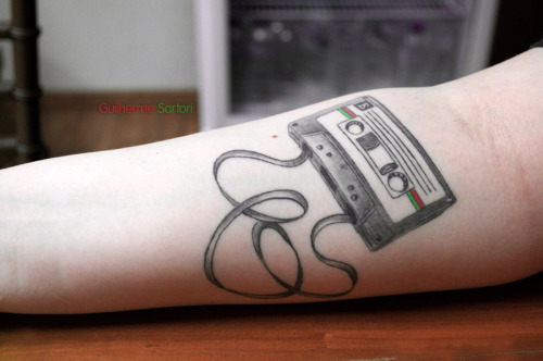I did this tattoo to express my love for music, especially 90s alternative rock, when music was spread across k7 tapes. and the choice for the B side (and not the A side) has something to do with a former lover, and the fact that the b-side of things is the most interesting side. also, I absolutely love tattoos of objects. youlooksofine
