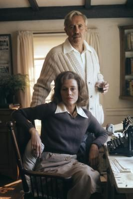 Jason Robards  as  Dashiell Hammett  &   Jane Fonda  as  Lillian Hellman   in  JULIA