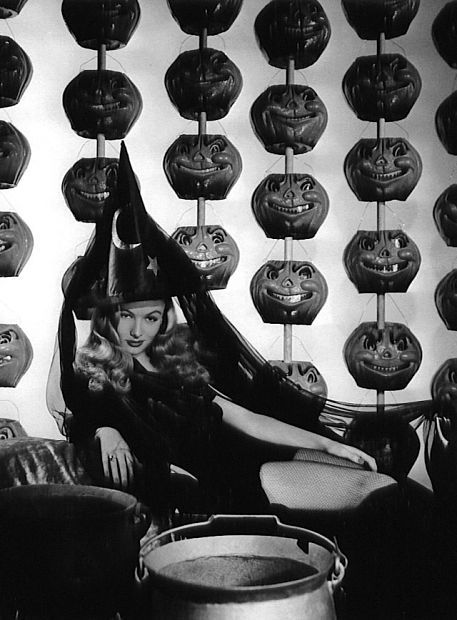 mothgirlwings:  Veronica Lake - I Married A Witch (1942)