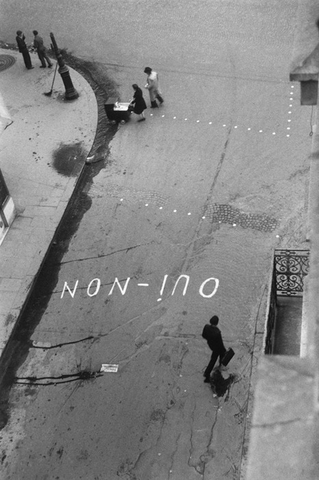 Paul Almasy, 'oui-non' graffito zur wahl Paris, 1945 (thanks to m3zzaluna)
