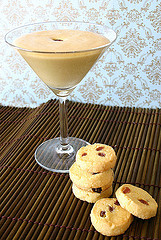 Moscato Zabaglione with Lemon Polenta Cookies Mmmm…yummy! Makes: 4-6 servings  Ingredients ·      110g unsalted butter  ·      softened ½ cup sugar  ·      1 tsp lemon zest  ·      ½ tsp salt  ·      2 large egg yolks  ·      ½ cup polenta  ·      1¼ cups plain all-purpose flour  ·      ½ cup golden raisins Zabaglione ·      6 large egg yolks  ·      ¼ cup sugar  ·      ½ cup Italian Moscato or Essencia   Preparation For the Cookies Preheat oven to 180°C.