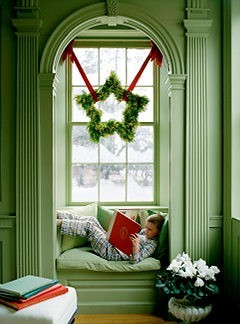 Oooh Christmas nook! I want a cold day with snow, a book and a nook! And I've already seen a whole xmas trees plantation yesterday!