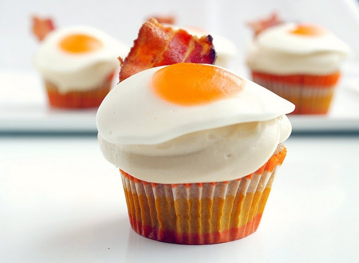 Bacon: We like it sunny side up.  Pancake, Bacon and Egg (Cupcakes) | TheYouFinder