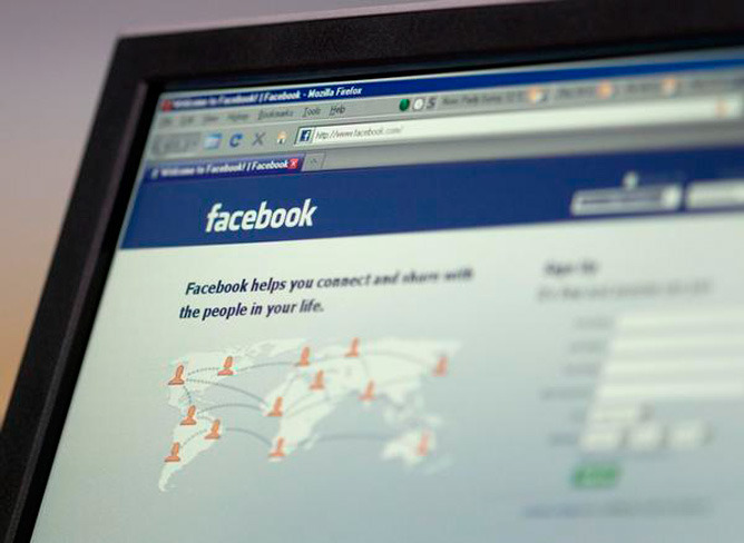 Facebook changes news feed, users react The news that's spreading like wildfire on online social networks today such as Twitter, Google+ — and yes, Facebook — is the revamping of Facebook's news feed. The website announced the addition of the Subscribe feature last week, but close on its heels was the widespread rollout of a redesign to the main interface of the world's largest social network that reorganizes how users see updates from their friends. (Ream more)