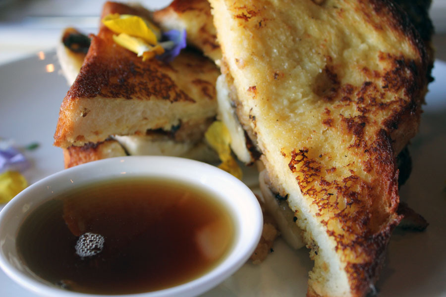 Cliff ordered the Elvis: Grand Marnier French toast, caramelized grilled bananas, coconut peanut butter spread.  I got to try some of this and it was sooooooo yummy especially with the flowers!