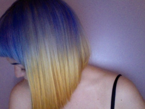 wowbrighthair:  Fabulous submission from here <333 Purple ronnie. hair dye- crazy colours, 'Lilac' and i mixed 'canary yellow' and 'coral red' for the tips.