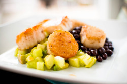 gastrogirl:  scallops with honeydew-avocado salsa.