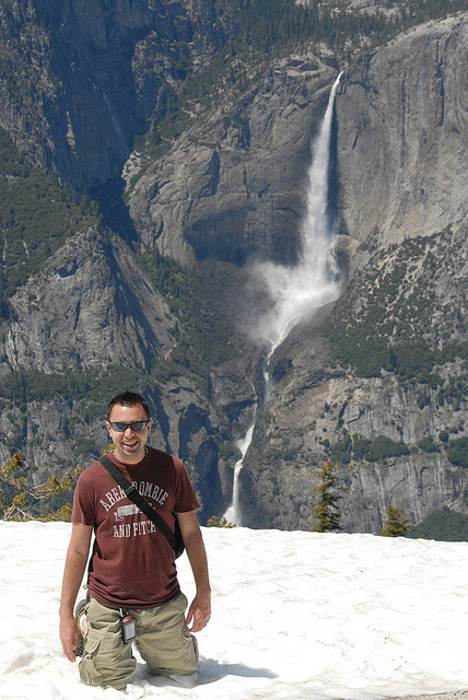 geotrendy:  Summer caching in Yosemite. Nice weather, snow and great views!  On Sentinal Dome looking down at Yosemite Falls.
