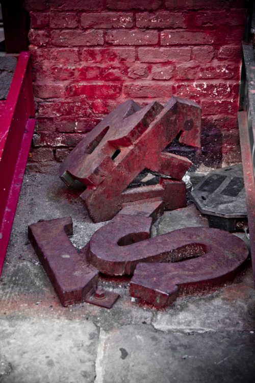 stoopitstuff:  Garbage Typography Dumbo Brooklyn - Photo Set (someone should have thrown out comic sans instead)