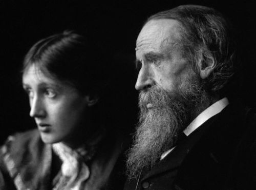 entregulistanybostan:  Leslie Stephen and Virginia Woolf ca.1910 por Beresford.  © Hulton-Deutsch Collection/Corbis