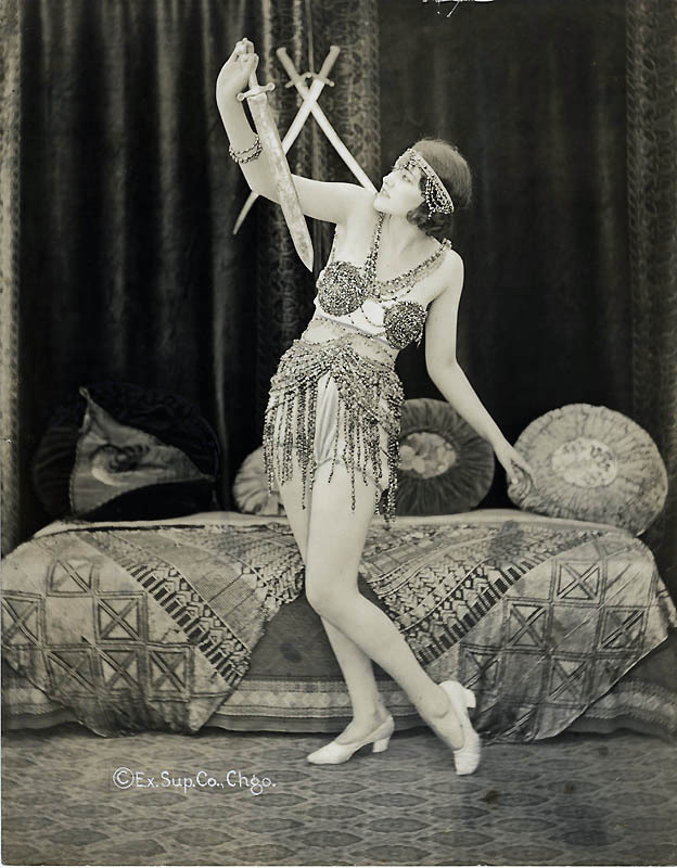 1920's follies dancer