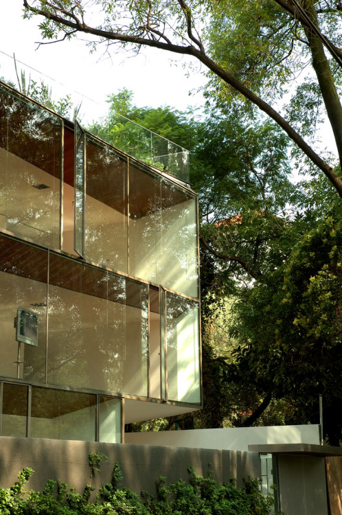 Now those are some windows! subtilitas:  Dellekamp Arquitectos - CB 30, Mexico City 2006. Via.