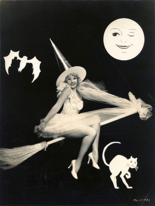 mothgirlwings:  June Knight - Halloween 1938