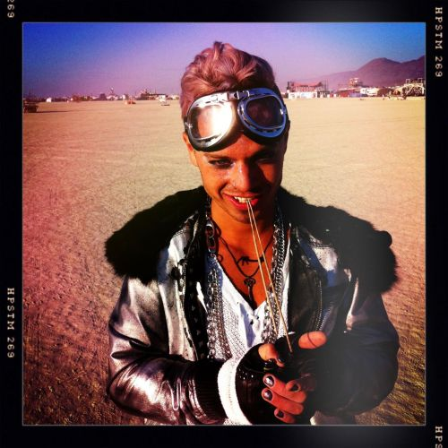 Sauli with a promise in his look :3 :Q__________