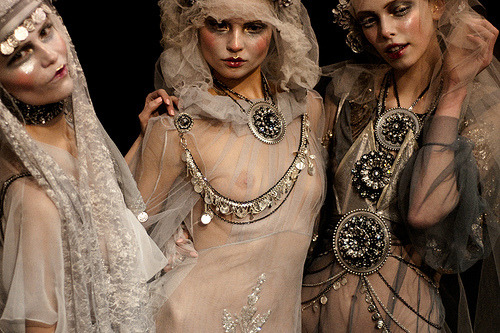 NATASHA POLY , MAGDALENA FRACKOWIAK AND TANYA DZIAHILEVA IN JOHN GALLIANO FALL WINTER 2009
