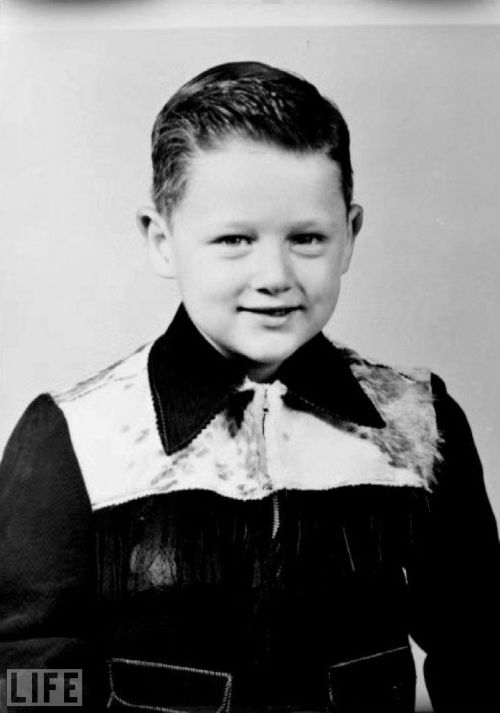 Baby Bill Clinton.  life:  Aw, shucks. Guess who? —  (If it wasn't obvious enough…) It's a little Bill Clinton. Click through this gallery to take a look at some more Lil Presidents.