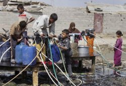 طيح الله حظ هيجِ حكومة #Iraqi /s fill containers of water from a public water hose on open ground in Baghdad's eastern suburb of Fadaliayah, Iraq, Thursday, Sept. 22, 2011. The neighborhood has no municipal water supply (AP Photo/Karim Kadim)